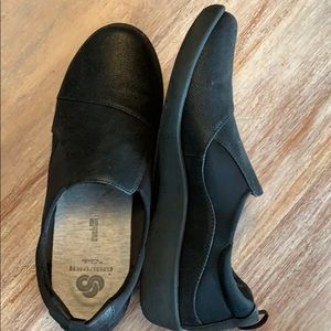 Cloudsteppers bu Clark's black loafers